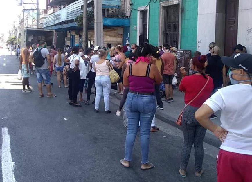Food Line, Cuba 2020